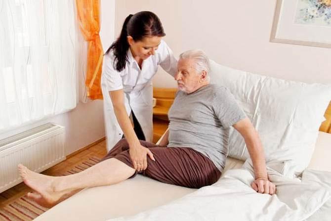 Реабилитация пожилых людей после перелома шейки бедра